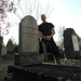 A szerző az idősebb és az ifjabb Szinnyei József sírjánál