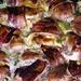 Sajttal töltött csirkemell baconbe bugyolálva, omlósra sütött állapotban.