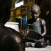 Olvasó gyerek szobor 2