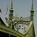 híd zászlókkal