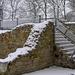 modern lépcső régi falon