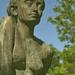 a margitszigeti ülő lány tükörképe