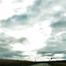 Út felhők az autóüveg szélvédő mögött free