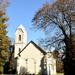 Kápolna rom a fák között