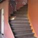 Klasszul kanyarodó lépcső