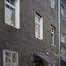 A Színház utcai házak hátsó homlokzata a Várfal sétányra néz