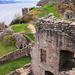 Loch Ness-re néző romok