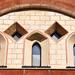 Lőrésnyi ablakok