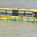 Dunába esett egy busz a fővárosban.
