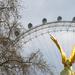 London Szeme fával és szoborral